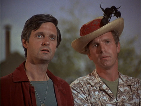 Still from the M*A*S*H episode Henry, Please Come Home showing Hawkeye and Trapper.