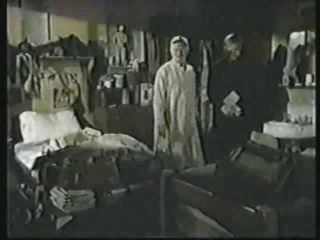 Still from the AfterMASH episode Odds and Ends showing Bob Scannell's room.
