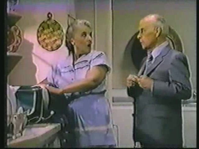 Still from the AfterMASH episode The Recovery Room showing Mildred and Potter arguing..