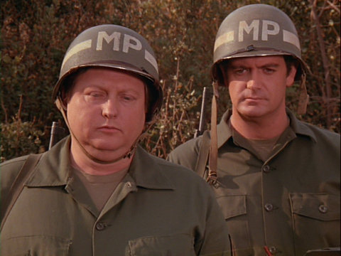 Still from the MASH episode Snap Judgement showing Mickey Jones.